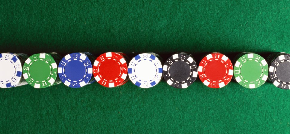 Become a loyal player in the online casinos when you play games in trusted gaming sites.